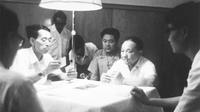 毛泽东的外孙北京街头捡菜叶
