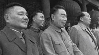 邓小平、周恩来、毛泽东在天安门。(网络图片)