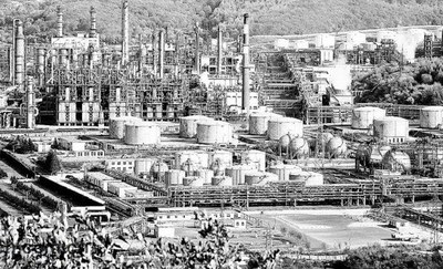 重工业基地东北,被苏共和中共轮番毁掉。(网络图片)