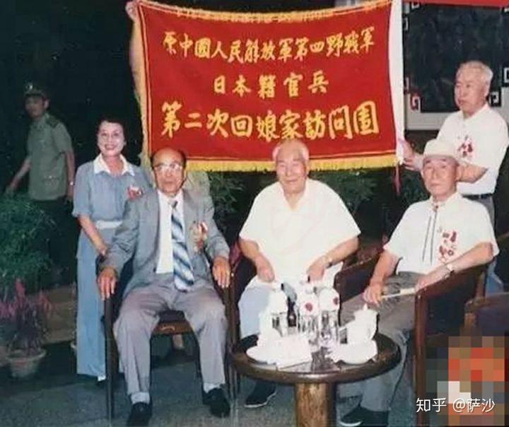 """2019年9月25日,中国驻日本使馆举行""""庆祝中华人民共和国成立70周年""""纪念章颁发仪式,向27名日本籍解放军老战士及12名老战士家属颁发纪念章。"""